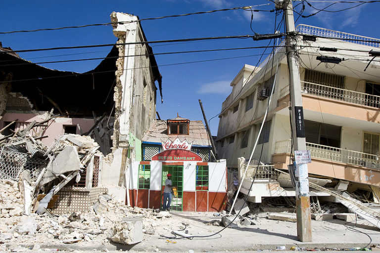 800px-haiti_earthquake_building_damage